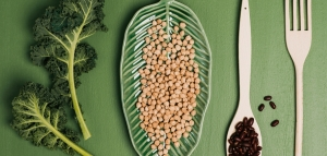 Superfood auf grünem Hintergrund